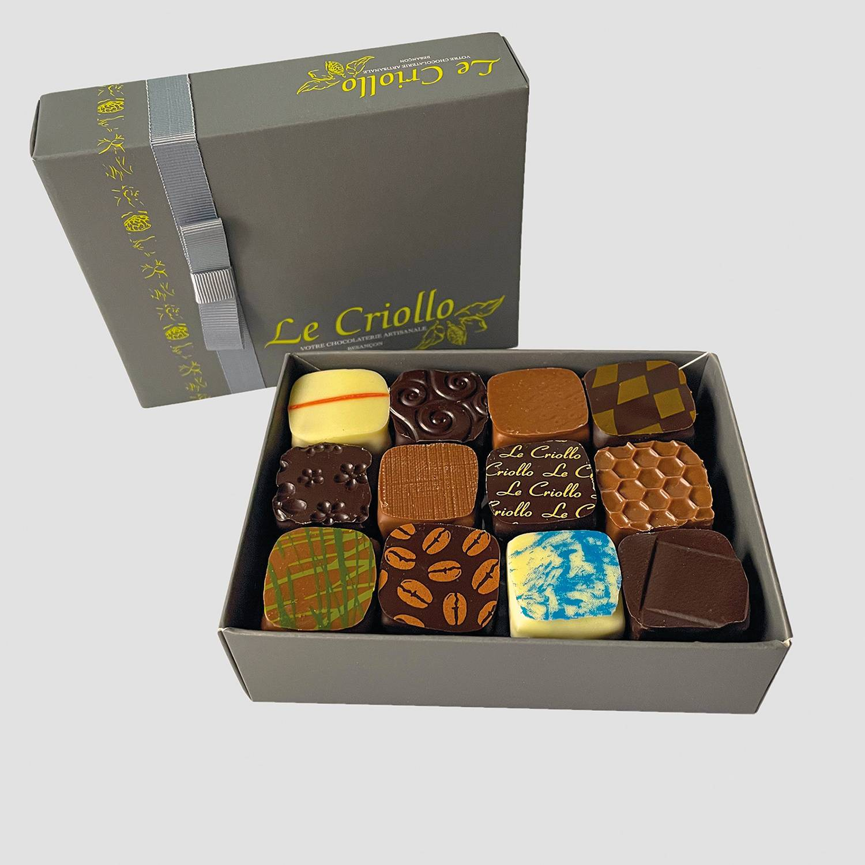 Smartbox Ballotin de 24 chocolats artisanaux à déguster à la maison Coffret cadeau Smartbox
