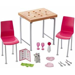 Barbie Mobilier Coffret Dner pour Deux avec table, chaises pour poupées, accessoires de repas et figurine d'animal, jouet pour enfant, DVX45 - Publicité