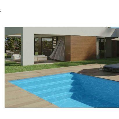 Piscine coque Troie 8 : 8.20 x 4.20 x 1.50 m + LUXE + Coffre PVC hors sol