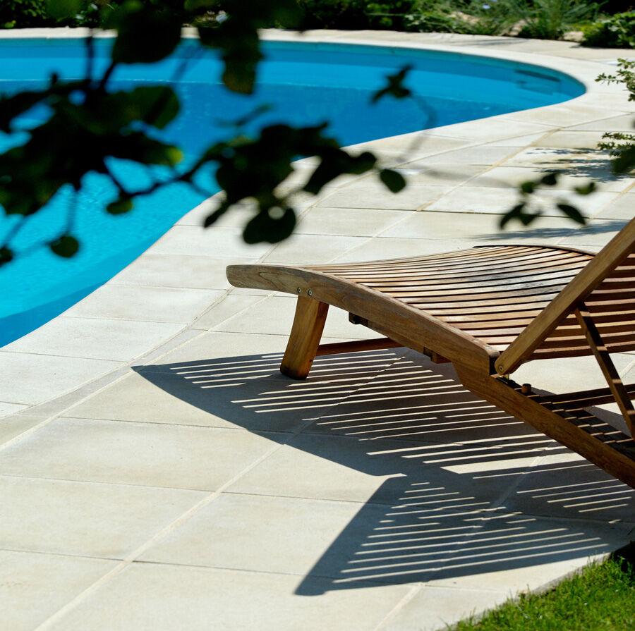 Margelle piscine Sahara galbée : bassin de 8.00 x 4.00 m