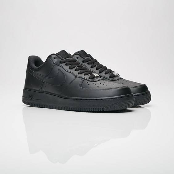 Nike Air Force 1 07 In Black - Size 44
