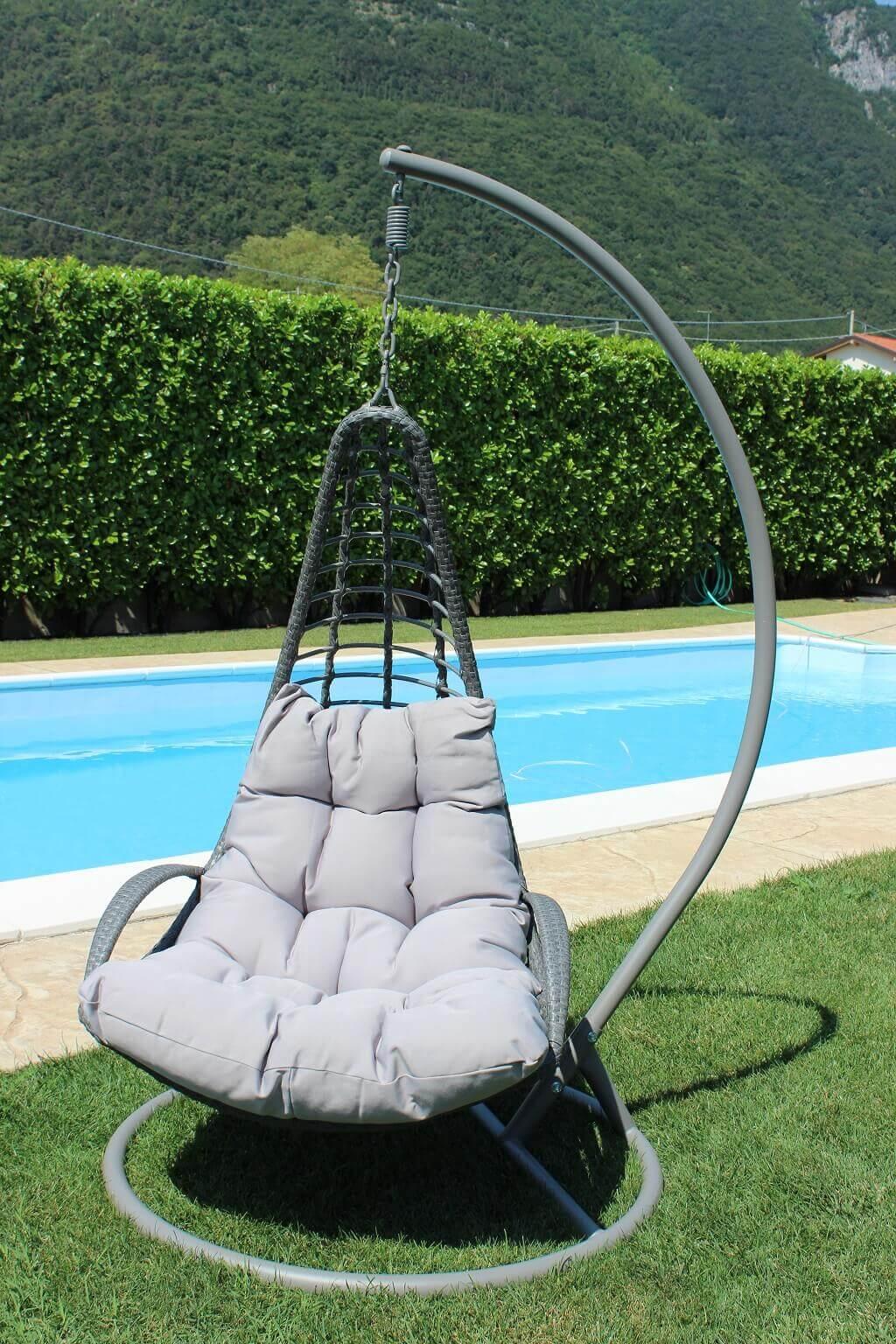 Milani Home AVUS - dondolo da giardino con struttura metallo completo di cuscini intreccio in rattan sintetico