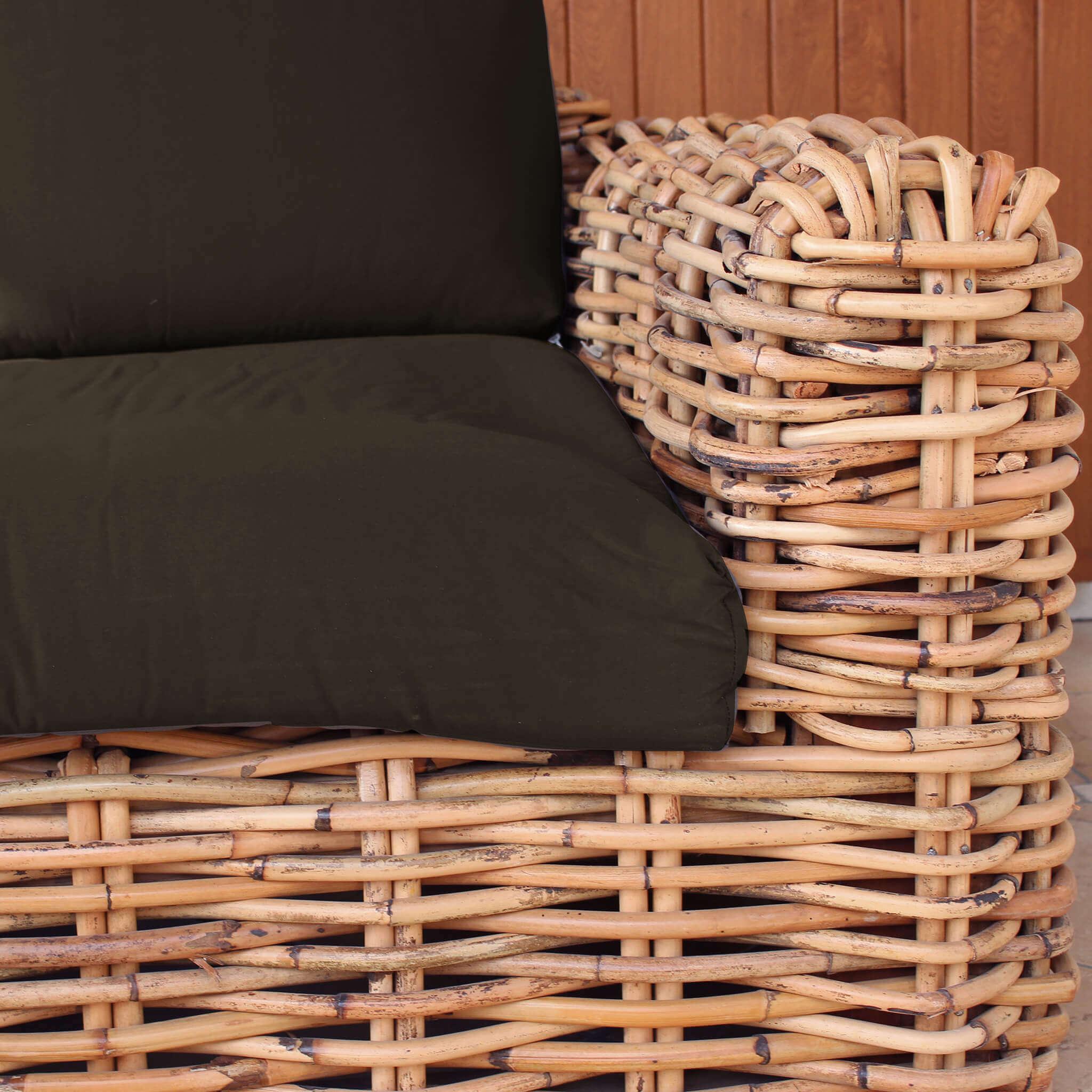 Milani Home ROSEUS - divano da giardino 2 posti  completo di cuscino intreccio in rattan naturale