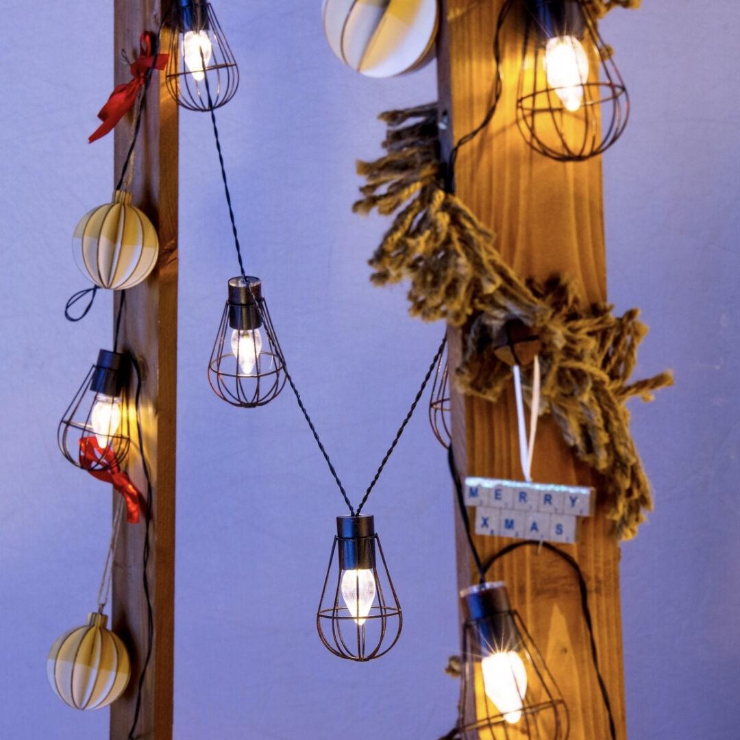 Luci Da Esterno Catena 4,5 mt con 10 lanterne, led bianco caldo, a energia solare