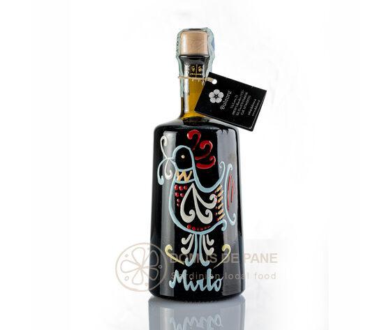 mirto dulcore bottiglia dipinta a mano con pavoncella sarda simbolo di buon augurio