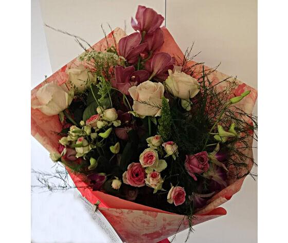 Mazzo Con Orchidee E Rose