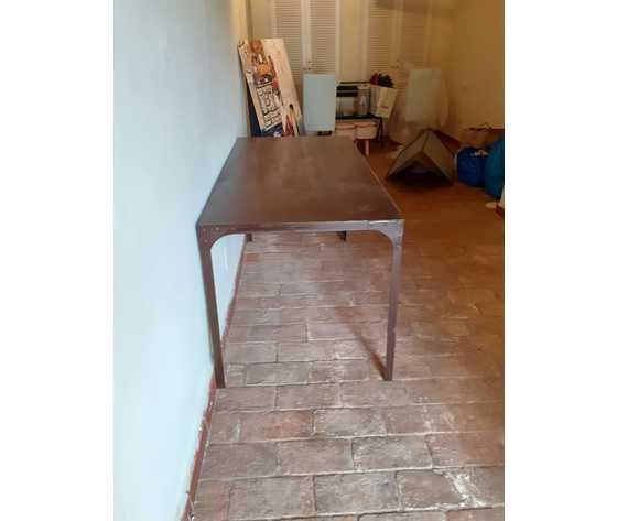 tavolo artigianale in metallo