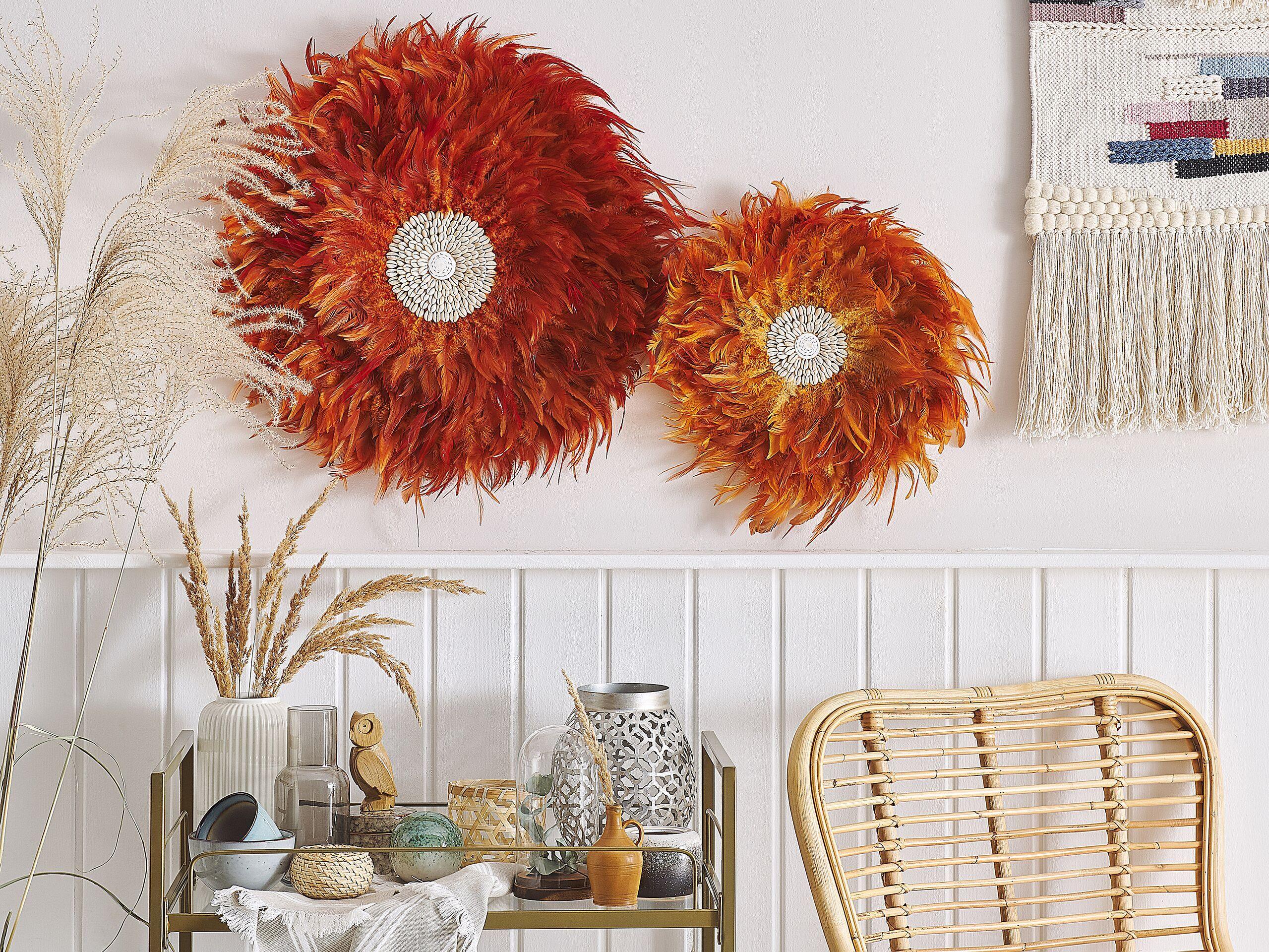 beliani decorazione murale rotonda arancione con piume e conchiglie 40 cm