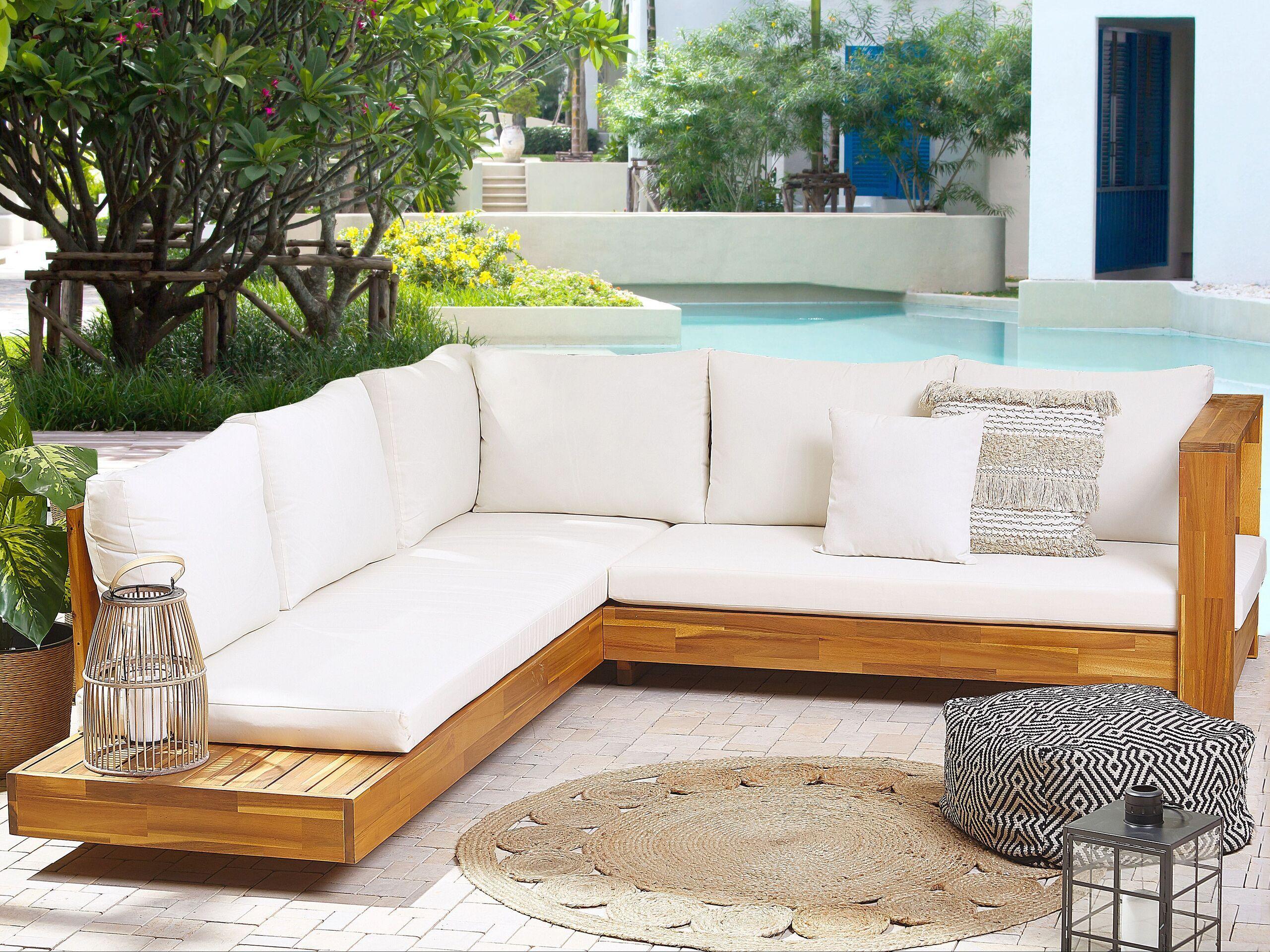 beliani salotto da esterno legno di acacia chiaro cuscini bianco sporco e tavolino
