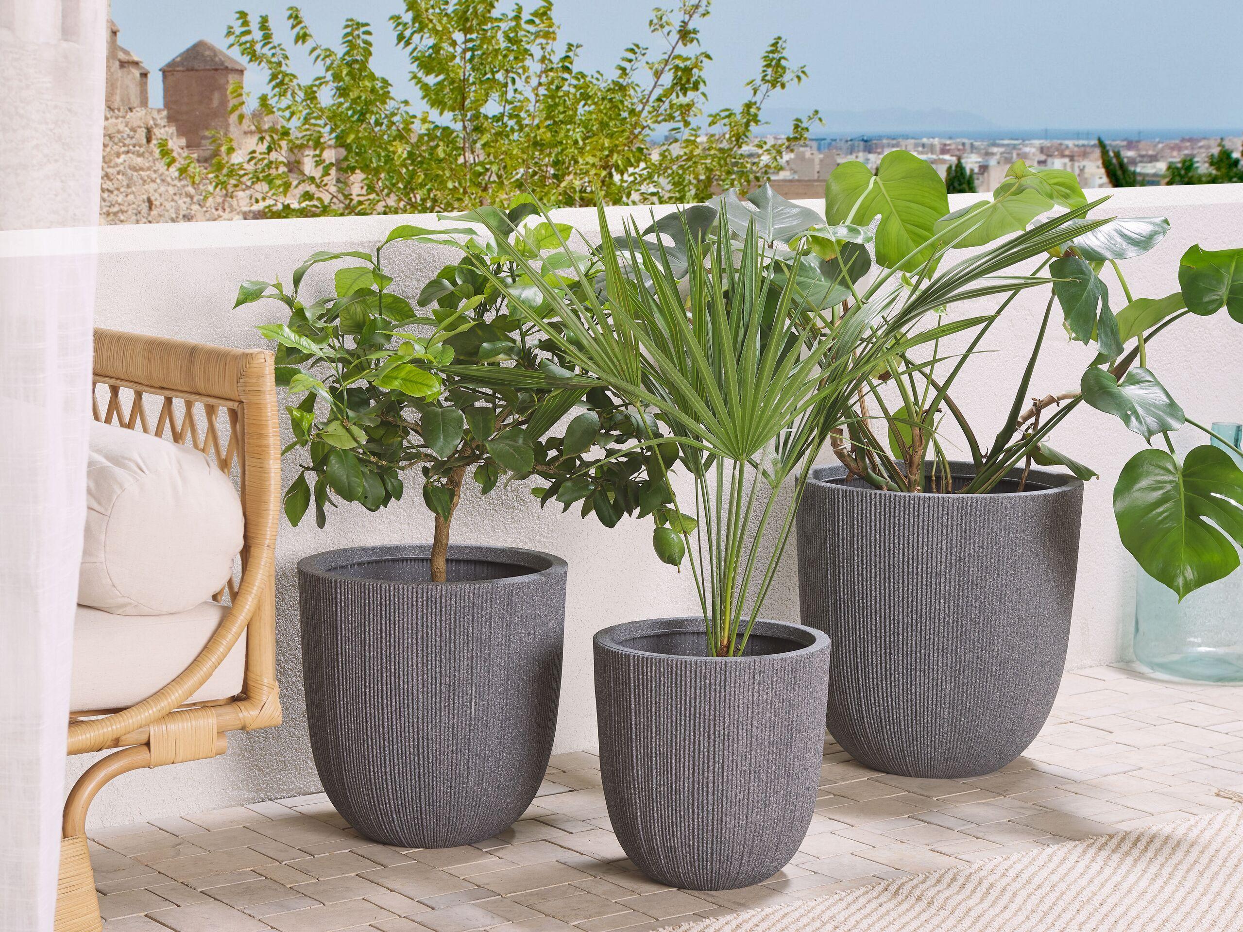 beliani moderno set di 3 vasi per fiori gessati in varie dimensioni grigio