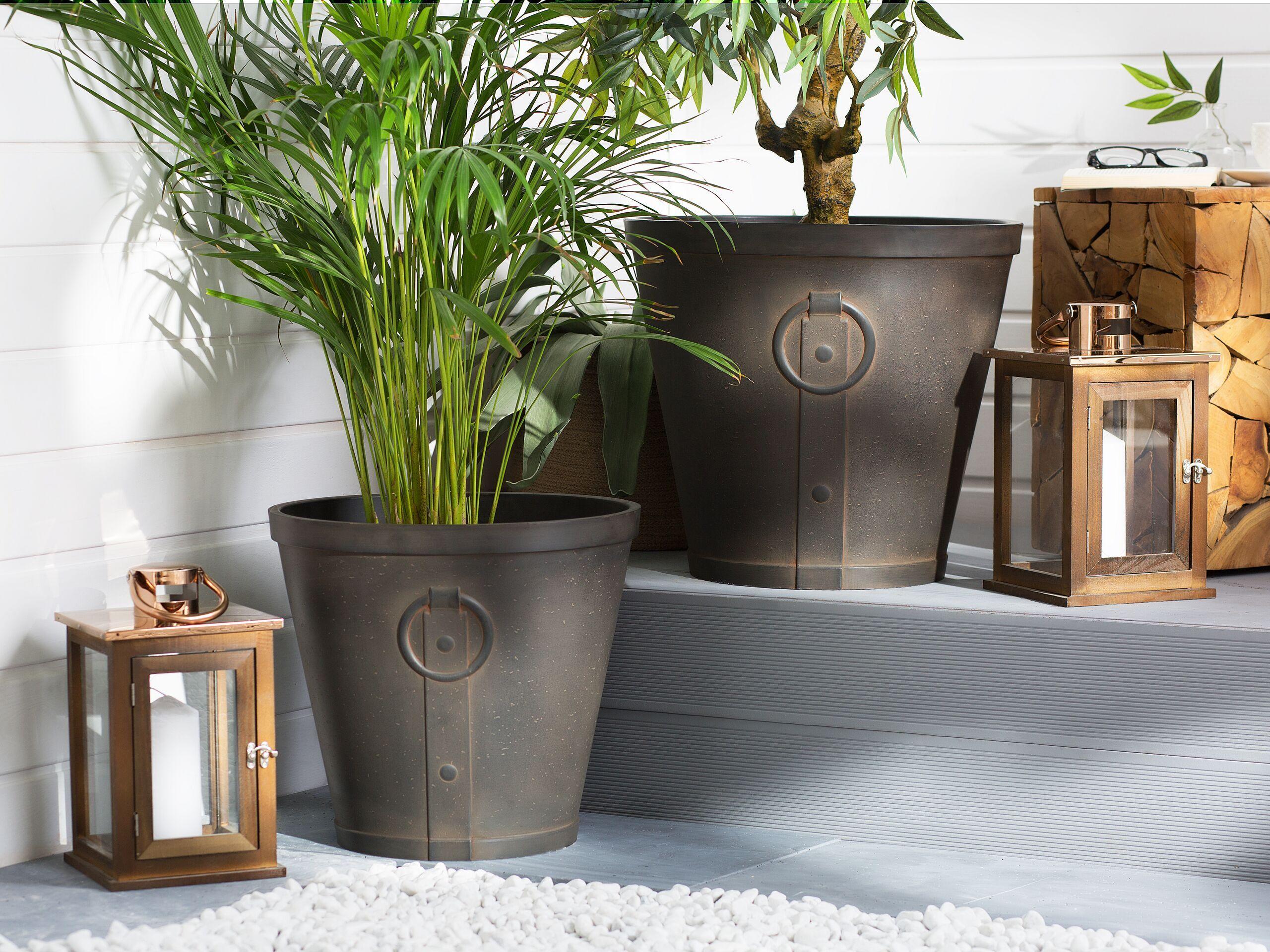 beliani set di 2 vasi da fiori marroni miscela di fibre di argilla e di vetro