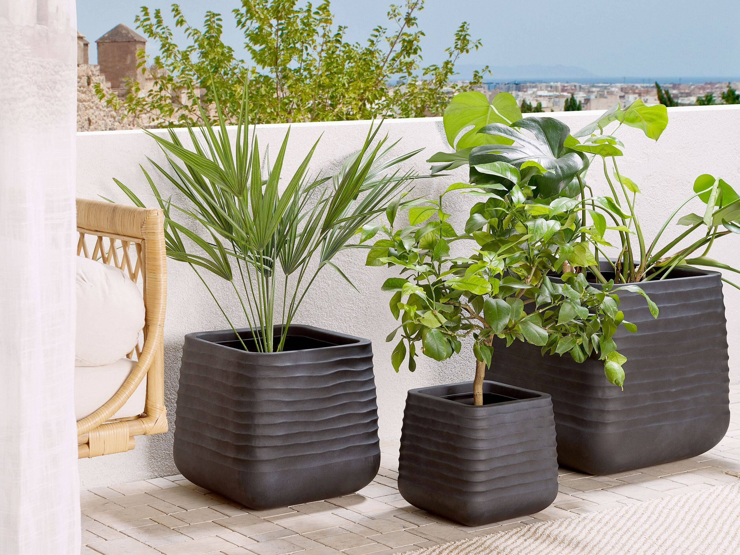 beliani moderno set di 3 vasi per fiori quadrati in varie dimensioni nero