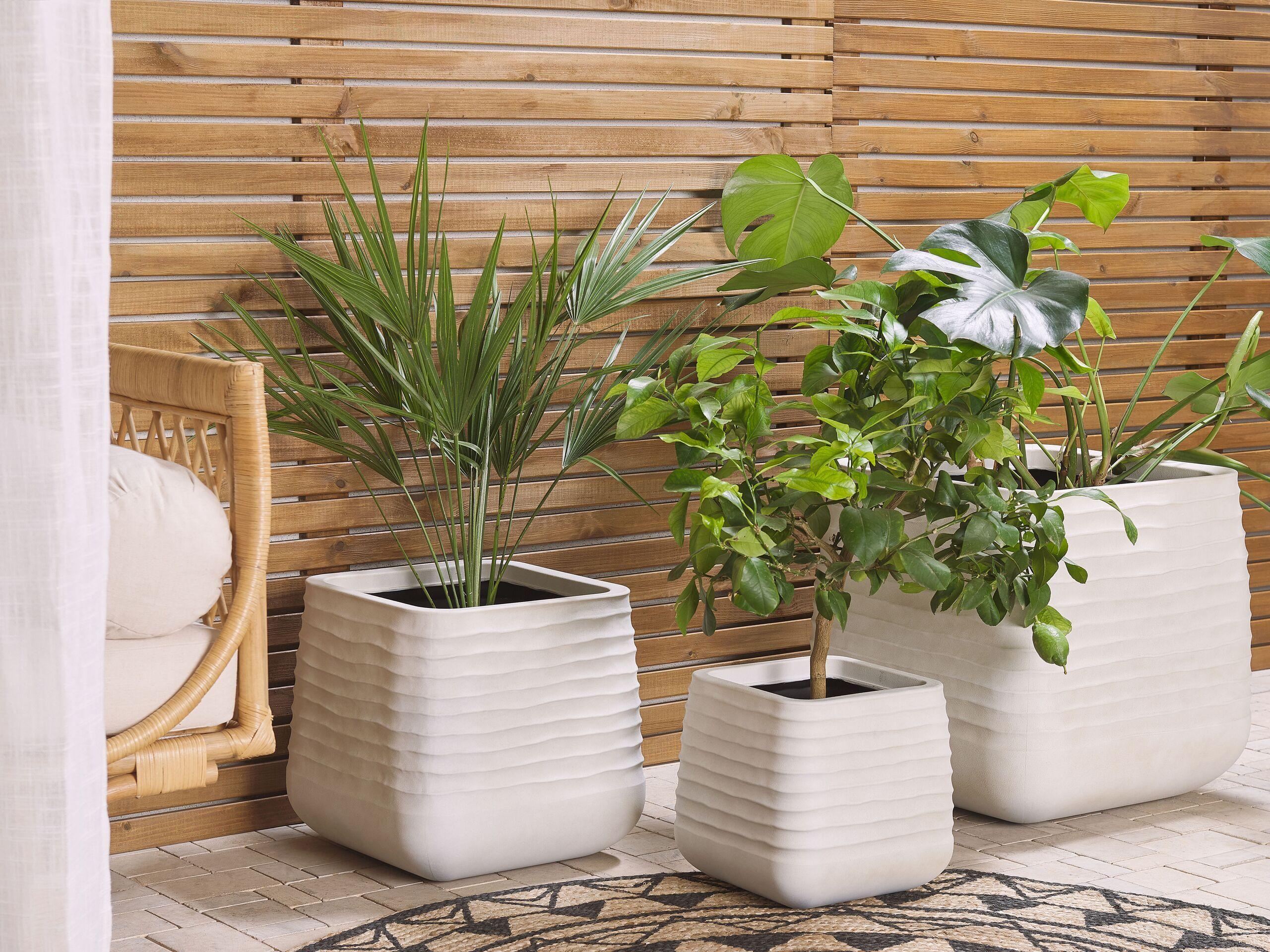 beliani moderno set di 3 vasi per fiori quadrati in varie dimensioni bianco sporco