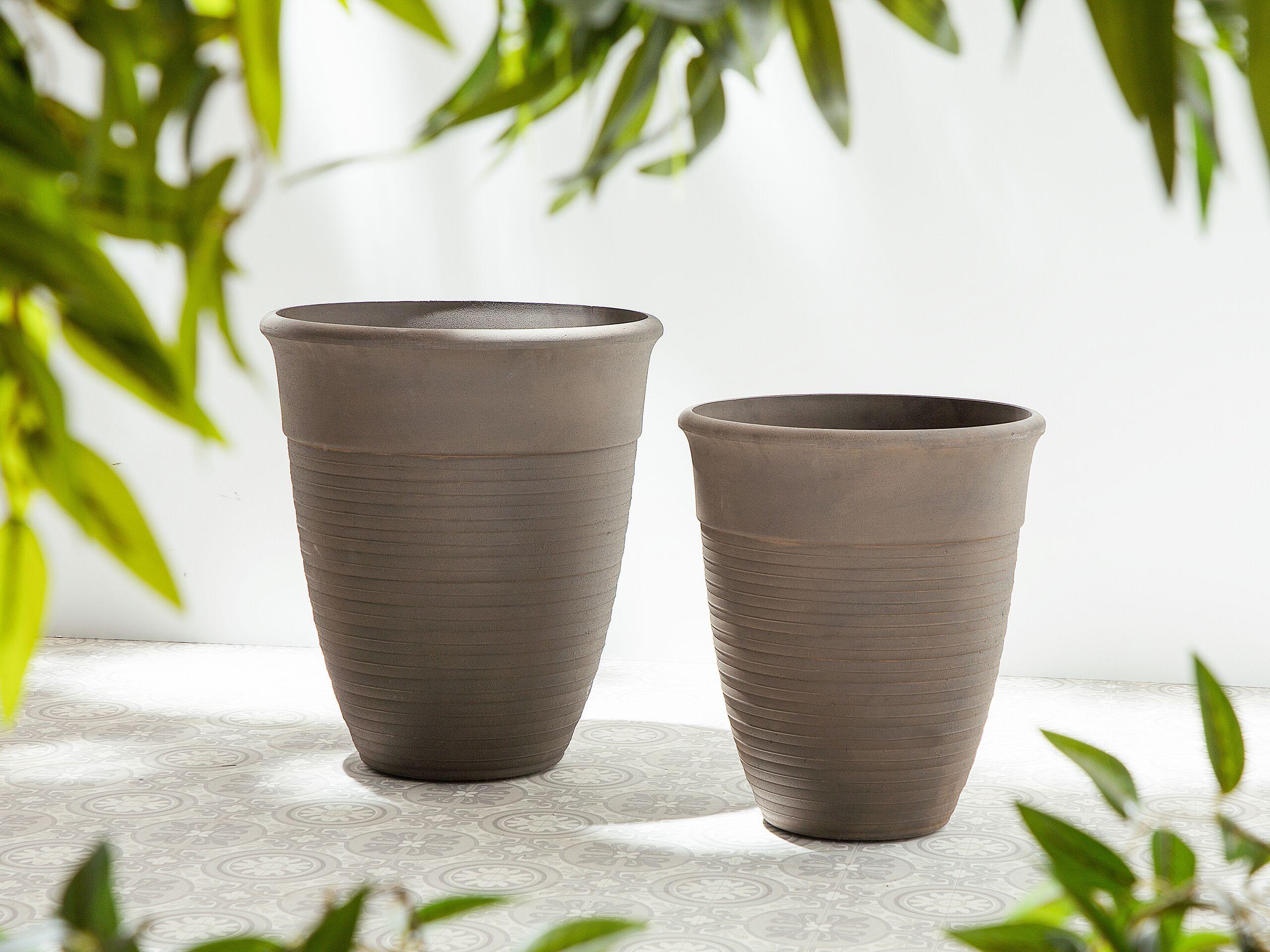 beliani set di 2 vasi rotondi miscela di pietre colore marrone varie dimensioni