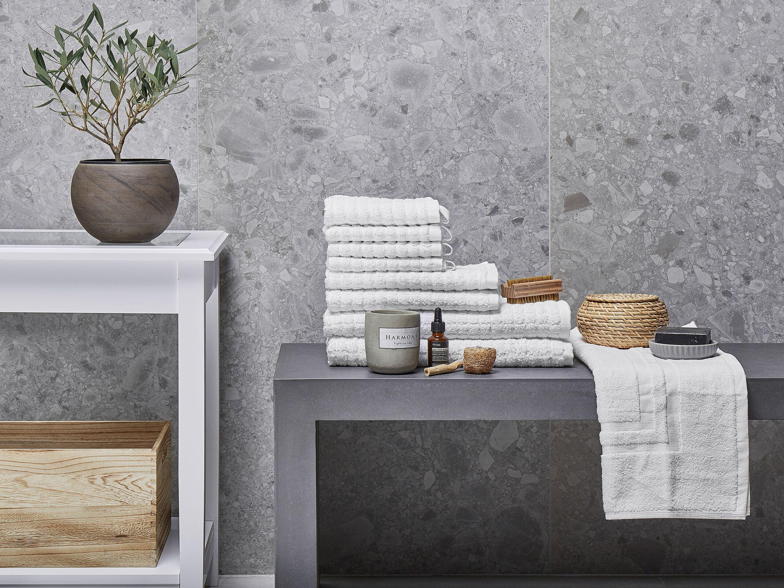 beliani set di 9 asciugamani bianco da bagno in morbido cotone low twist accessori bagno