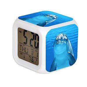 ALPERT Reloj despertador digital LED para niños, 7 colores cambiantes, con alarma, termómetro de fecha, mesa de computadora, cubeta con alarma, reloj de noche con flash brillante, juguetes de color blanco y gris con delfín en agua azul. JPEG