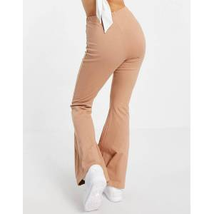 Missguided basic flare trouser in brown