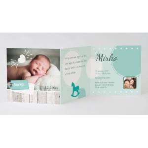 3-luik geboortekaartje met hartje, label en foto op hout