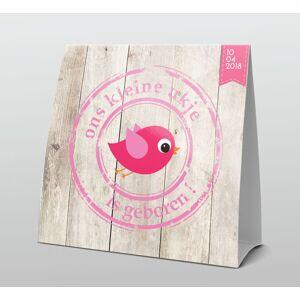 Stoer vogeltje op hout met roze tekst