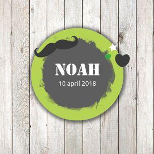 Geboortekaartje met groene cirkel en steigerhout
