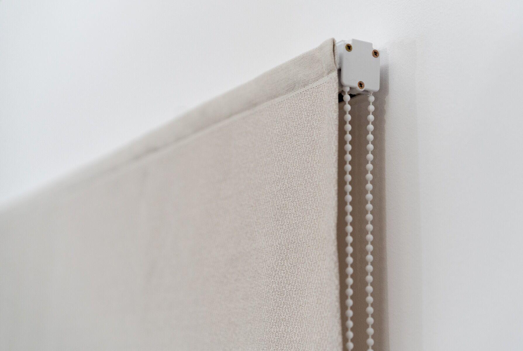 Roman Liftgardin Standard Med Kjedetrekk. Halv Transparent Tekstil.