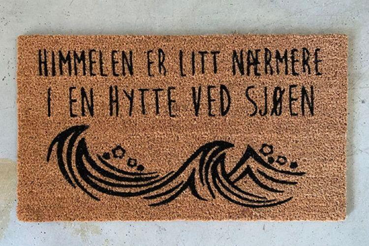 """Trend Design Dørmatte""""Hyttevedsjøen"""" (298-584938)"""