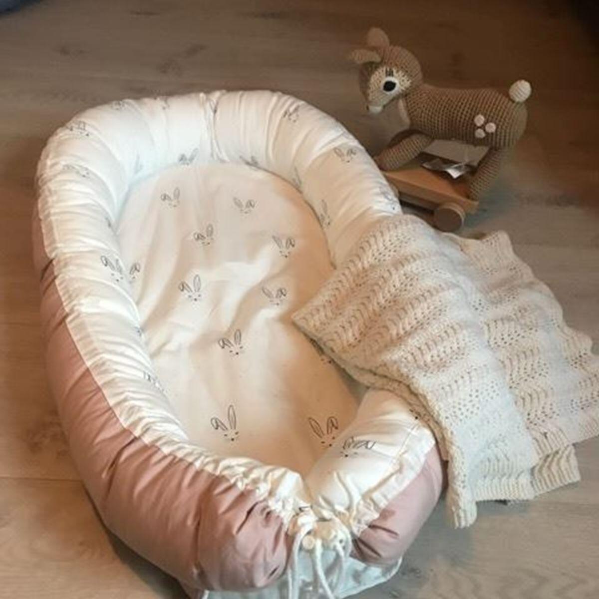 Napnest Babynest, Rosa med kaniner