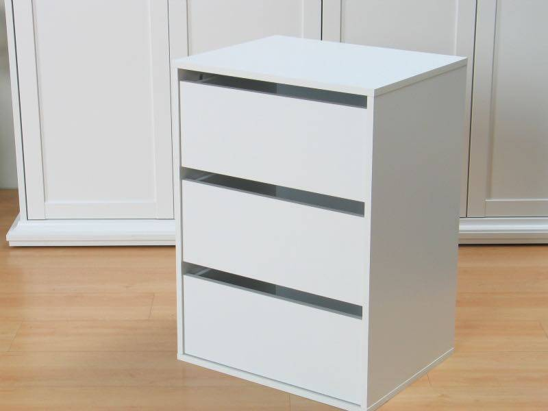 Skuffeelement til garderobeskap og skyvdedørsgarderobe hvit.