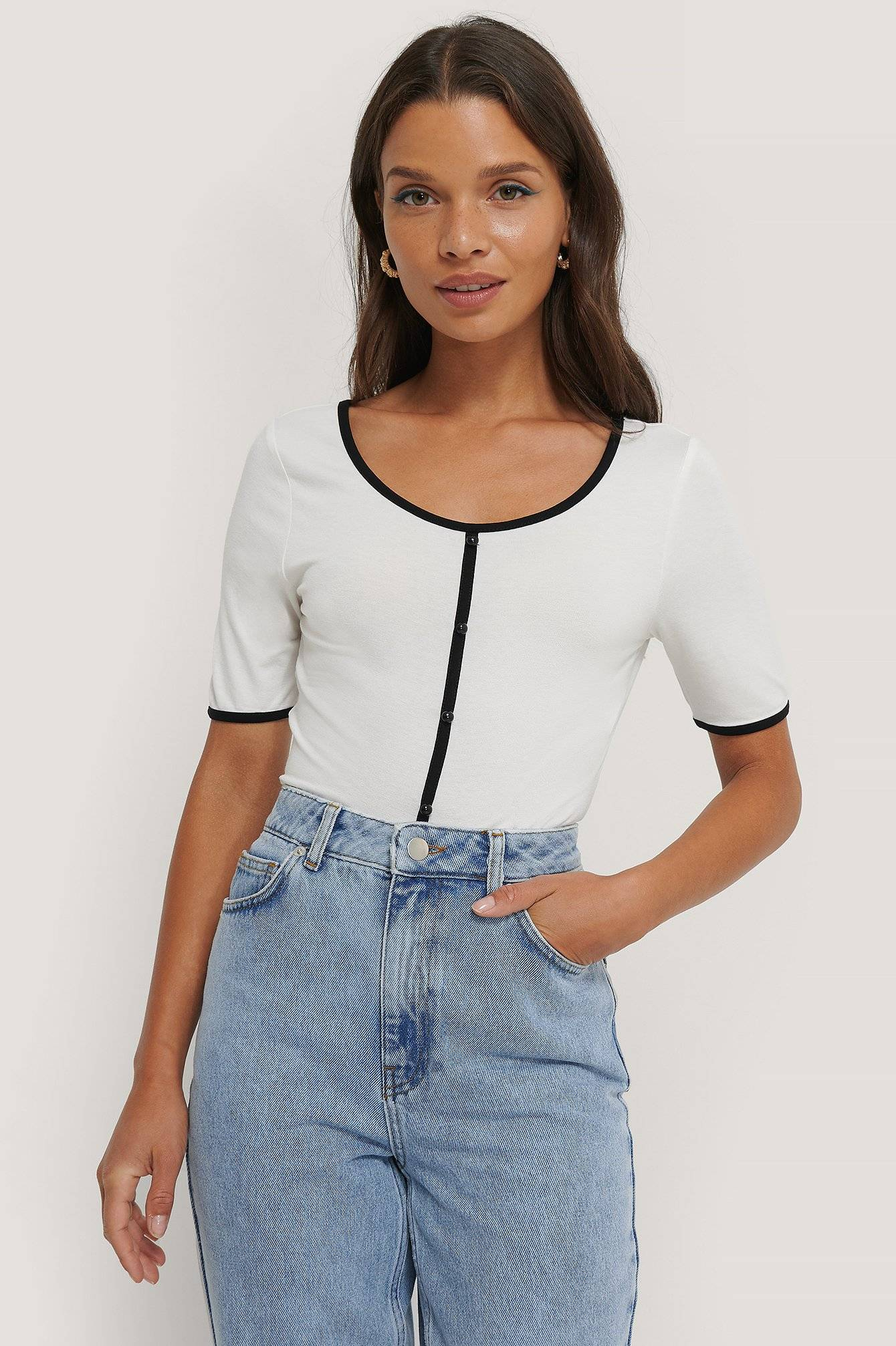 Queen of Jetlags x NA-KD Buttoned Short Sleeve Top - White