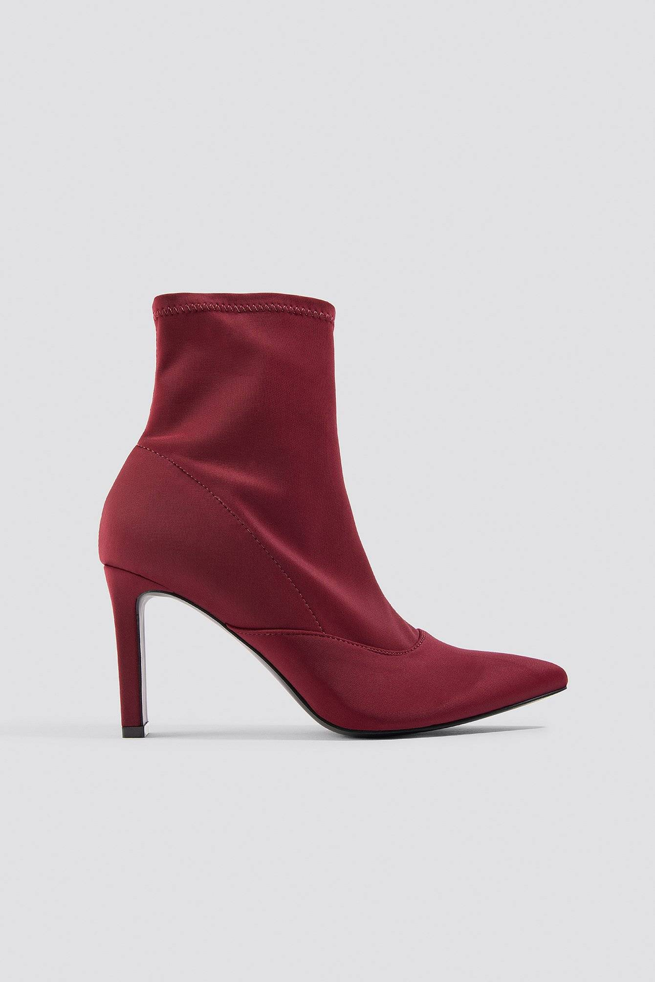 Dilara x NA-KD Rectangular Heel Satin Boots - Red