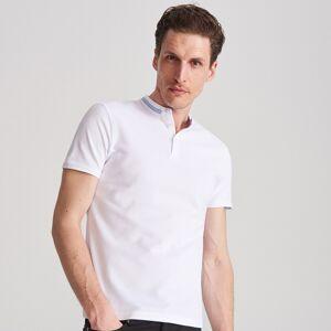 Reserved - Polo slim fit ze stójką - Biały