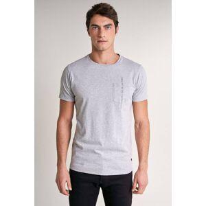 T-shirt com tingimento vegetal e bolso