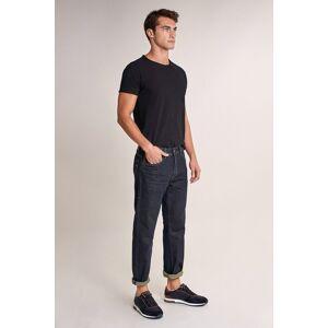 Jeans loose straight com detalhes