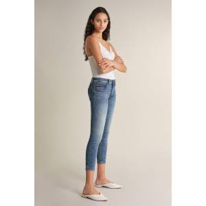 Jeans Push Up Wonder cropped com tachas