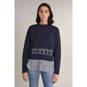 Sweatshirt print riscas e faixa bordado