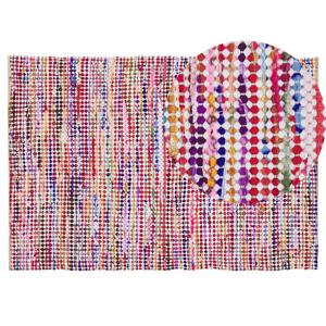 Elegante tapete multicolor, com linhas atraentes