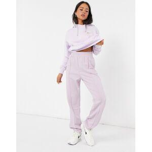 Nike – Lila mjukisbyxor i oversize med liten Swoosh-logga i metallic