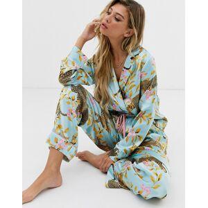 ASOS DESIGN – Pyjamasset i traditionell satäng med botaniskt leopardmönster-Blå