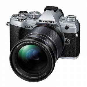 Olympus OM-D E-M5 Mark III + 12-200/3,5-6,3 Silver