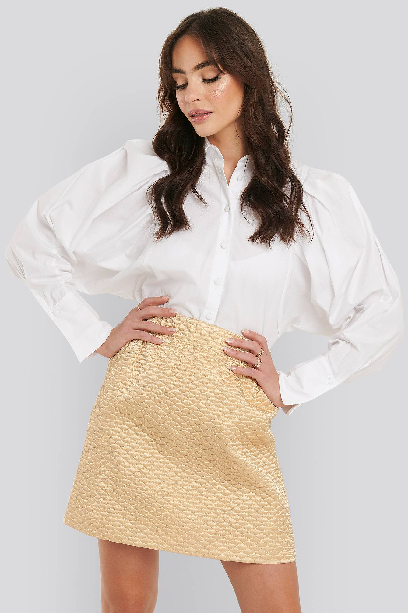 NA-KD Trend Quilted Mini Satin Skirt - Beige