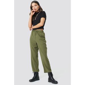 Astrid Olsen x NA-KD Drawstring Suit Pants - Green