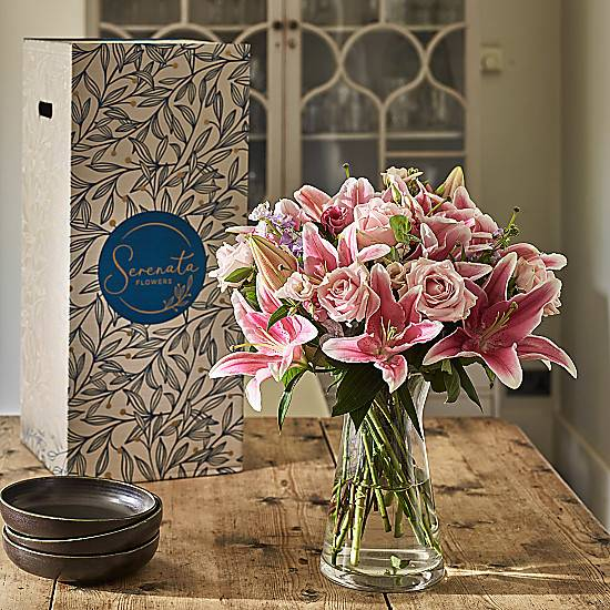 Serenata Flowers Euphoria Flower Subscription. Free Vase with your 1st order. Weekly / Monthly custom schedule.