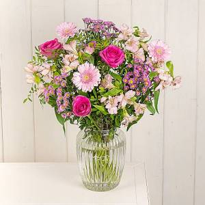 Serenata Flowers Pink Pearls Roses & Gerbera Flower Bouquet, with free next day delivery. Gerbera, Delicate Roses and Germini.
