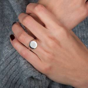 YourSurprise Engraved silver signet ring - Women - Size 17