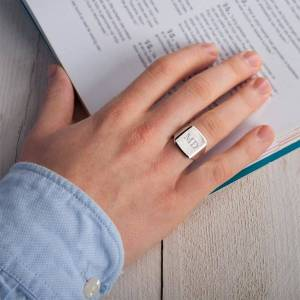 YourSurprise Engraved silver signet ring - Men - Size 21