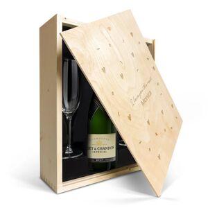 YourSurprise Champagne gift set with glasses - Moët et Chandon - Engraved lid