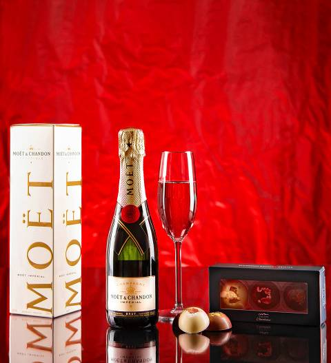 Prestige Hampers Moet and Chandon Gift - Champagne Gift Sets - Champagne Delivery - Champagne Gifts - Send Champagne Gifts