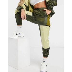 Nike colour block woven joggers in khaki green  - Green - Size: Small