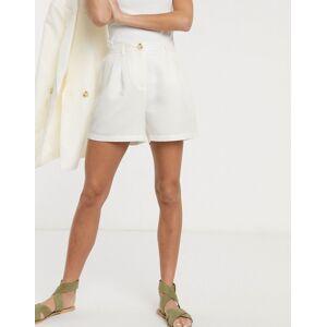 Pieces tailored city shorts in cream-White  - White - Size: Medium