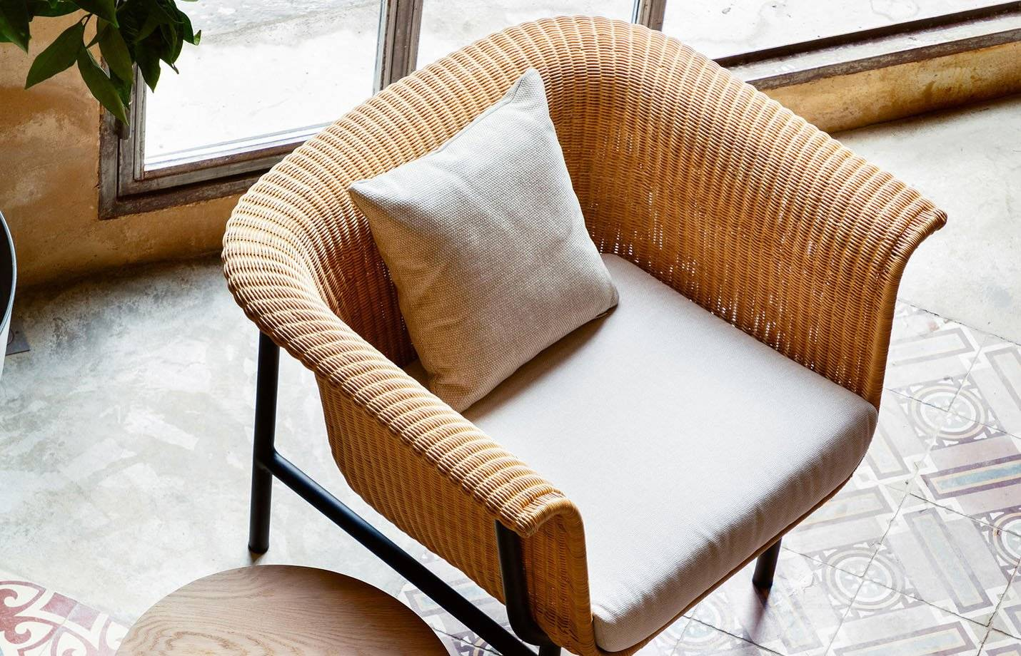 Vincent Wicked Rattan Lounge Chair by Vincent Sheppard Off white